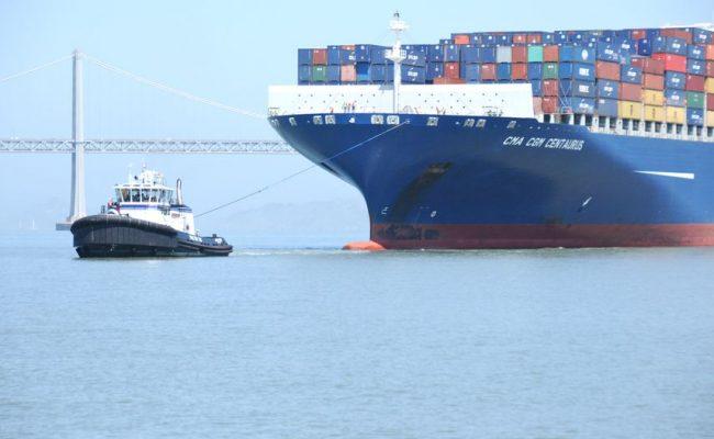 tugboat-pulling-ship